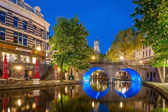 Oudegracht Utrecht met de Domtoren van John Verbruggen