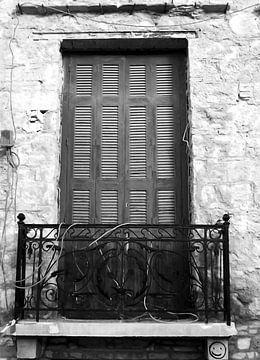 Plaka-Old Window-bw von Pia Schneider