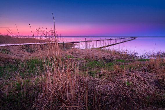 Steiger Øster Hurup strand (Denemarken) tijdens zonsondergang