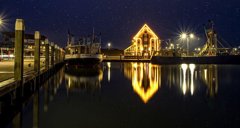 Nachtfoto haven van Oudeschild op Texel / Night photo harbour of Oudeschild on Texel van Justin Sinner Pictures ( Fotograaf op Texel)
