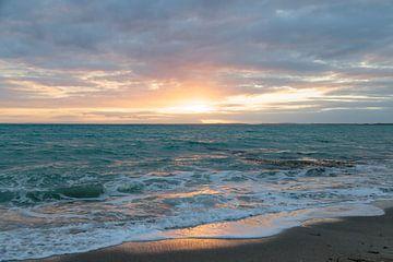 Zeegezicht Ierse kust , zonsondergang van Ronald Tilleman