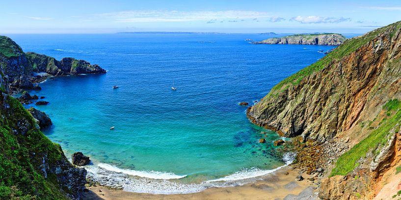 Blick von La Coupée auf die Inselwelt der Channel Islands von Gisela Scheffbuch