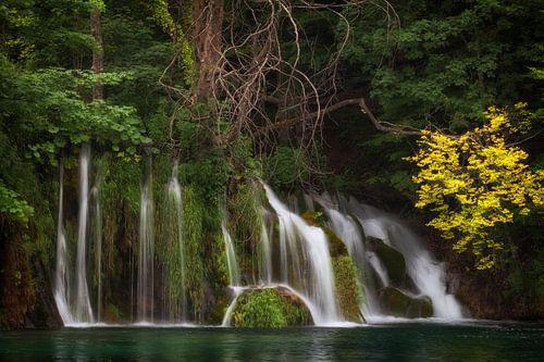 Waterval in Kroatië  van Van Renselaar Fotografie