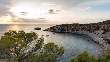 Zonsondergang Cala d'hort Ibiza, Es Vedra van Danielle Bosschaart