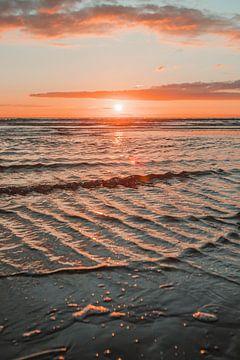 Sonnenuntergang an der Nordsee von Kyra de Putter