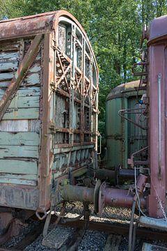 oude treinwagon op een oud station in hombourg van Compuinfoto .