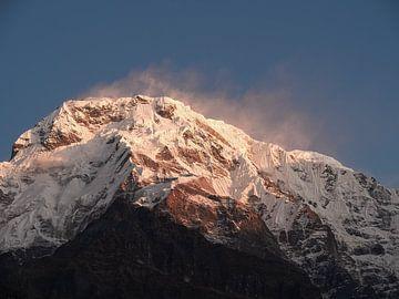 Nepal - Annapurna Track Himalayas - Sonnenaufgang im Schnee von Rik Pijnenburg