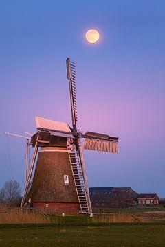Zonsondergang en volle maan bij Hoeksmeer, Garrelsweer van Henk Meijer Photography