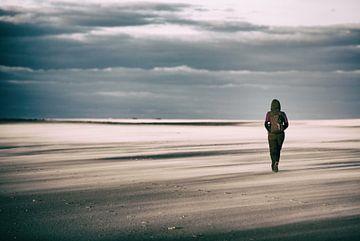 Wandern am Strand von Terschelling von Arjan Boer