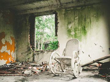 fauteuil à bascule abandonné