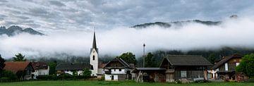 Dorf im Nebel von Wouter Bos