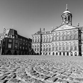 Verlaten Dam plein met het Koninklijk Paleis van Amsterdam van Sjoerd van der Wal