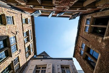 Gebouwen met opening naar de lucht van Mickéle Godderis