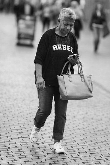 The phoning rebel van Cornelis Heijkant