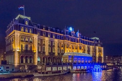 Amstelhotel in Amsterdam bij avond van