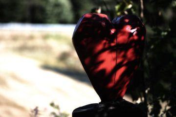 Liebesbankweg mit der Holz Herz Skulptur van Dirk Bartschat
