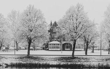 Hotel wird weiß mit Schnee von Percy's fotografie