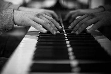 Klavierspieler am Flügel von Charlotte Van Der Gaag