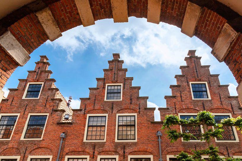 Innenhöfe aus dem 17. Jahrhundert mit Treppengiebeln, Haarlem von Mieneke Andeweg-van Rijn