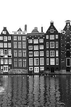 Amsterdamse huisjes zwart wit von Lisa Poelstra