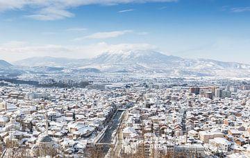 Winterpanorama van Prizren, Kosovo van Besa Art