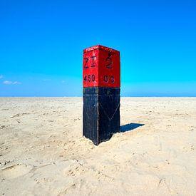 Paal 2 op het eindeloze strand van Schiermonnikoog van Jenco van Zalk
