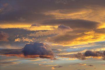 In de zee van wolken 2 van Montepuro