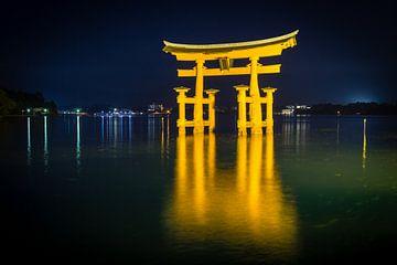 Miyajima torii bei Nacht von Marcel Alsemgeest