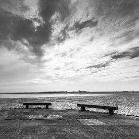 Schiermonnikoog près du port pendant la marée basse sur R Smallenbroek
