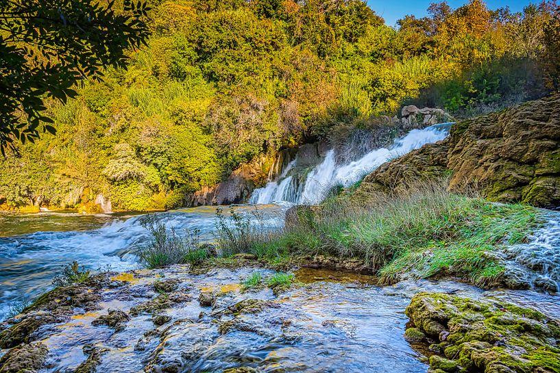 Waterval in Krka Nationaal Park, Kroatië van Rietje Bulthuis