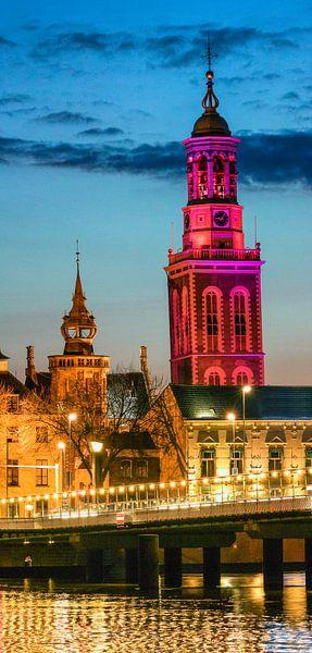 Nieuwe Toren in Kampen in de avond