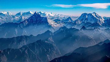 Morgenlicht über dem Himalaya zwischen Tibet und Nepal von Rietje Bulthuis