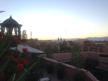 De avond zon boven Marrakech van Tessel Robbertsen