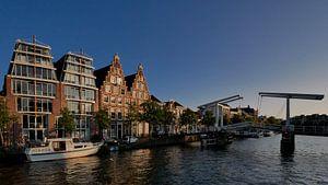 Gebouw de Olifant bij de ophaalbrug de gravestenenbrug aan het Spaarne in Haarlem von Remco van Kampen
