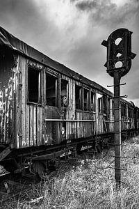 Verlassener Geisterzug auf einer alten Eisenbahnlinie
