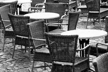 De tafels kunnen gedekt worden. von Jan Mulder