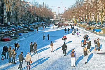 IJspret op de grachten in Amsterdam Nederland in de winter van Nisangha Masselink