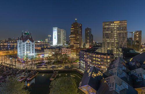 Het nachtelijke zicht op het Witte Huis en Kubuswoningen in Rotterdam van MS Fotografie