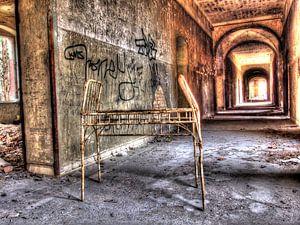 Korridor eines alten und verlassenen Sanatoriums