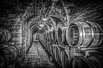 Weinkeller in Schwarz-Weiß von Frans Scherpenisse