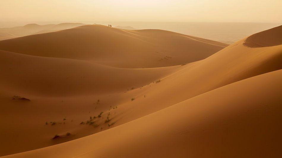 Zonsondergang zandduinen Erg Chebbi van Cor de Bruijn