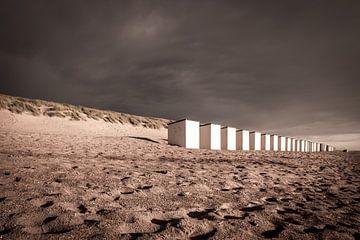 Strandhuisjes aan de Nederlandse kust von Nick Janssens