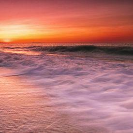 Zonsondergang bij zee van Edward Sarkisian