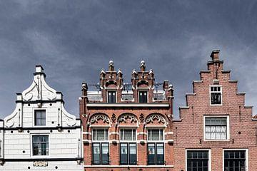 Gevels van prachtige grachtenpanden in Alkmaar van Evelien Oerlemans