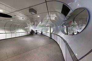 Architectuur in kleur. Metro station Wilhelminaplein Rotterdam. von
