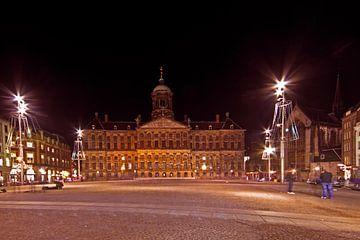 Paleis op de Dam in Amsterdam Nederland bij nacht van Nisangha Masselink