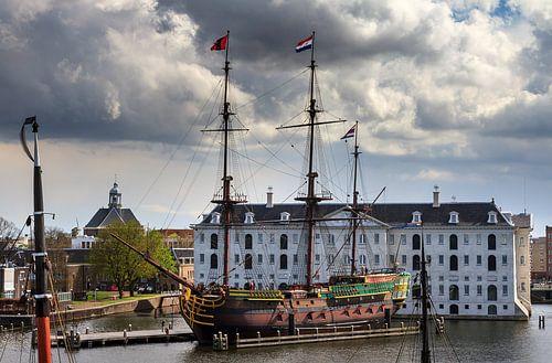 VOC schip Amsterdam en het Scheepvaartmuseum van Dennis van de Water