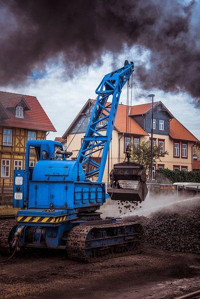 vullen van de locomotief met kolen van Compuinfoto .