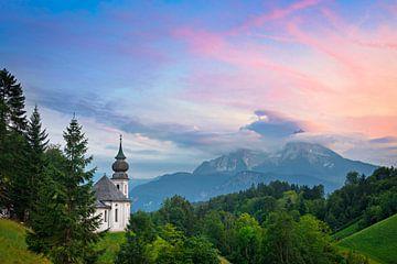 Bedevaartskerk Maria Gern in Berchtesgaden tijdens zonsondergang van iPics Photography