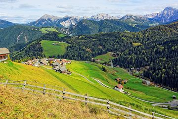 Blick über Untermoi auf die Pragser Dolomiten von Gisela Scheffbuch